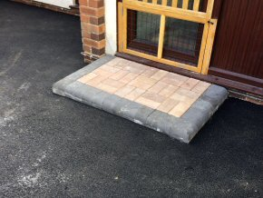 Block paved step with Tarmac driveway